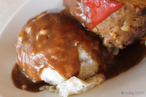 plaza-restaurant-meatloaf-meal-mashed-potatoes