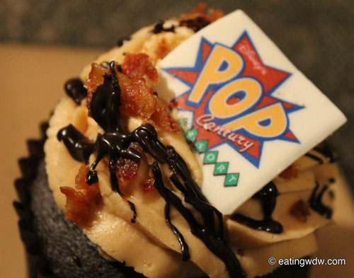 everything-pop-the-king-cupcake-close