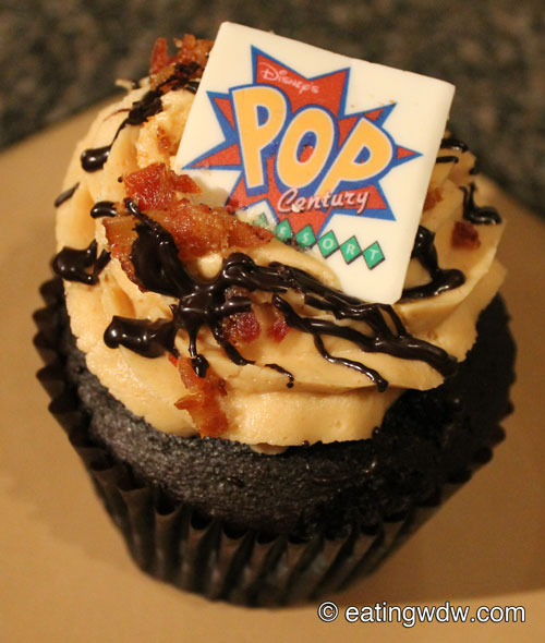 everything-pop-the-king-cupcake