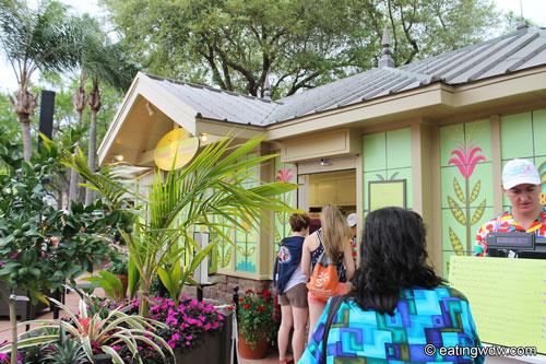 2013-flower-garden-pineapple-promenade-kiosk
