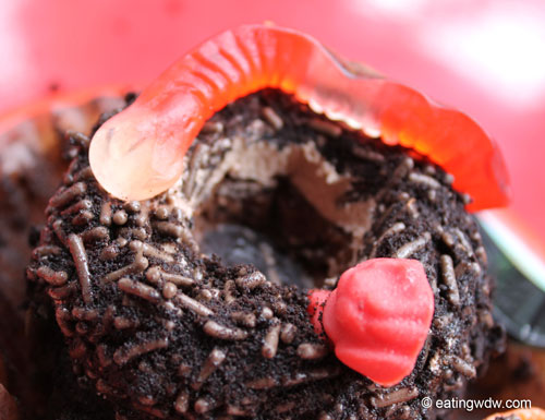 earth-week-worms-in-dirt-chocolate-pudding-cupcake-close-2