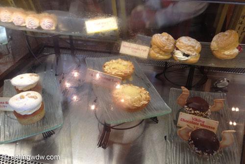 norway-kringla-bakeri-og-cafe-display-1
