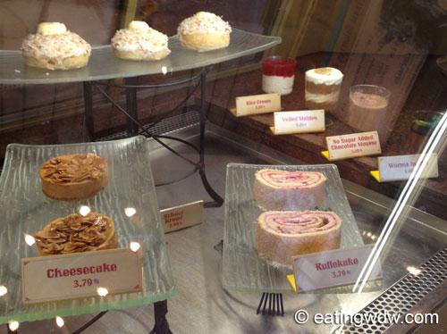 norway-kringla-bakeri-og-cafe-display-2