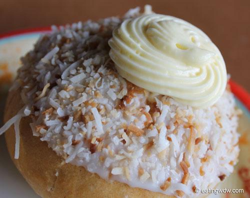norway-kringla-bakeri-og-cafe-school-bread-close