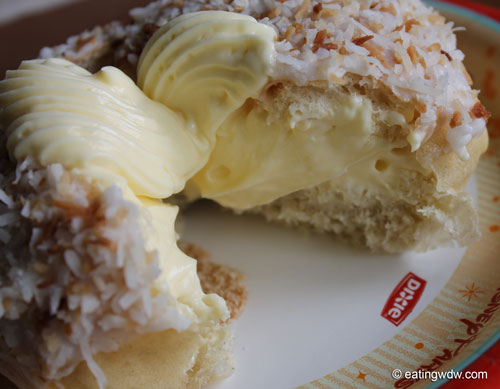 norway-kringla-bakeri-og-cafe-school-bread-cross