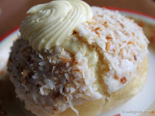 norway-kringla-bakeri-og-cafe-school-bread-detail
