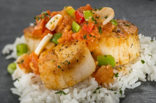 2013-fw-brazil-Seared-Scallop-with-Ragout-of-Tomatoes-Peppers-Hearts-of-Palm-and-Steamed-Rice