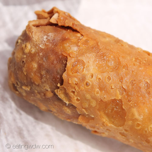 adventureland-egg-roll-cart-pork-egg-roll-close
