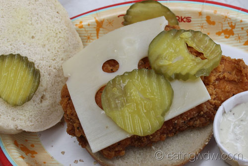 refreshment-port-spicy-chicken-sandwich-interior