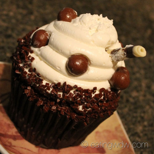 contempo-cafe-root-beer-float-cupcake-2