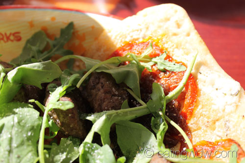contempo-cafe-marinated-beef-flatbread-4