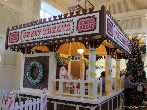 boardwalk-sweet-treats-gingerbread-house-2013-side