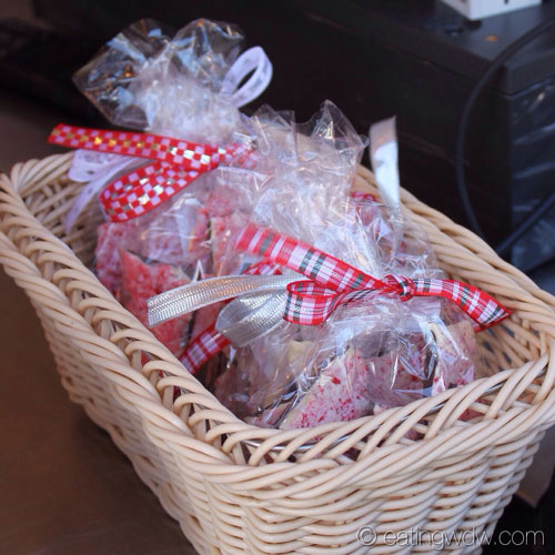 holidays-around-the-world-sugar-and-spice-peppermint-bark