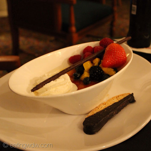 mizners-lounge-tropical-fruit-creme-brulee