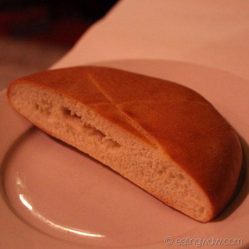restaurant-marrakesh-moroccan-bread