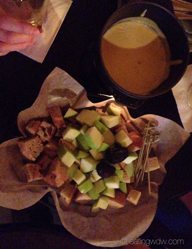 territory-lounge-oregon-pinot-grigio-fondue