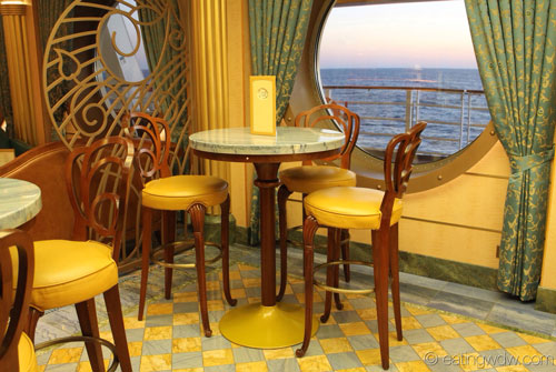 disney-fantasy-vista-cafe-seating