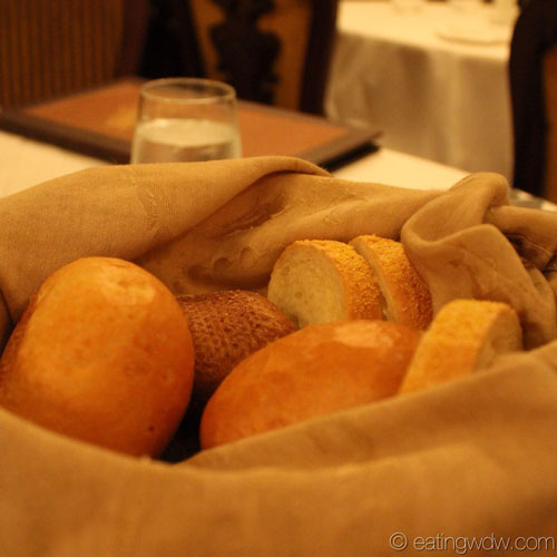 fantasy-captains-gala-dinner-sour-dough-bread