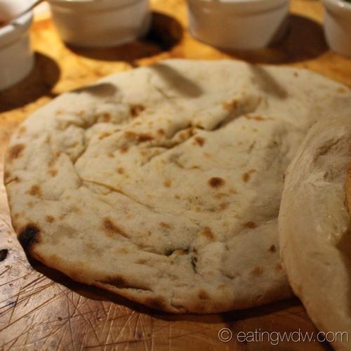 sanaa-indian-style-bread-service-onion-kulcha