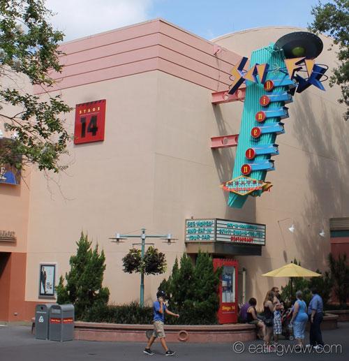 sci-fi-dine-in-theater