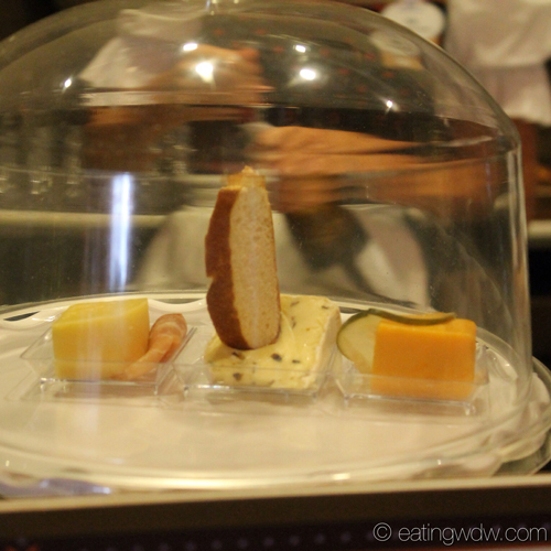weinkeller-artisanal-cheese-plate-display