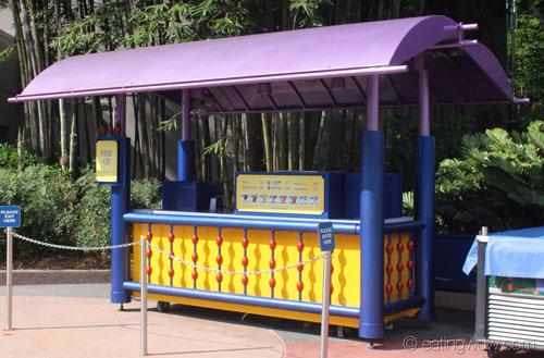 future-world-east-pretzel-ice-cream-stand