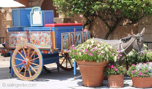 italy-via-napoli-gelato-donkey-cart