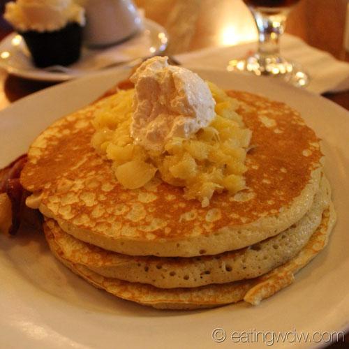 kona-cafe-macadamia-pineapple-pancakes