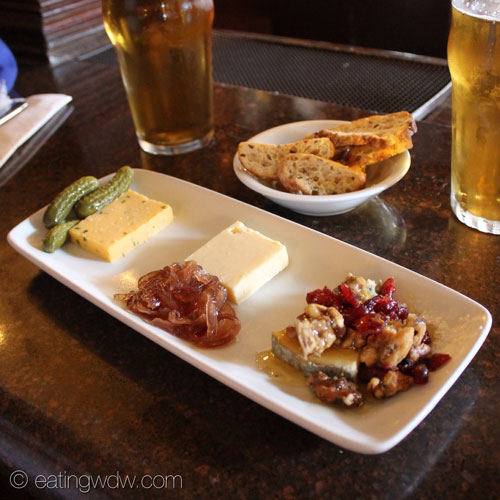rose-and-crown-pub-trio-of-united-kingdom-cheeses
