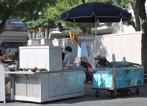 tomorrowland-hot-dog-cart