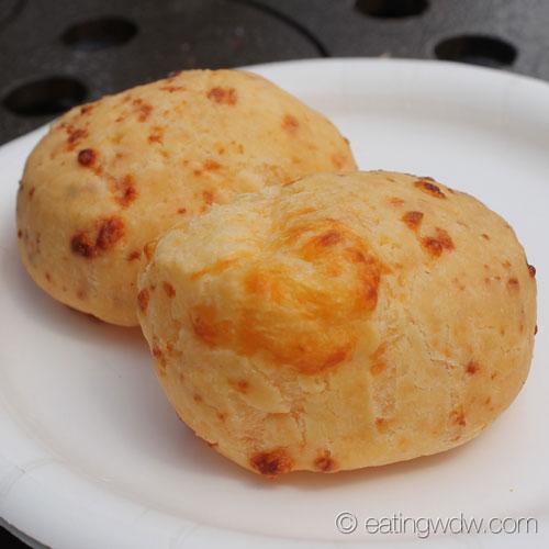 2014-food-wine-brazil-pao-de-queijo-brazilian-cheese-bread-2
