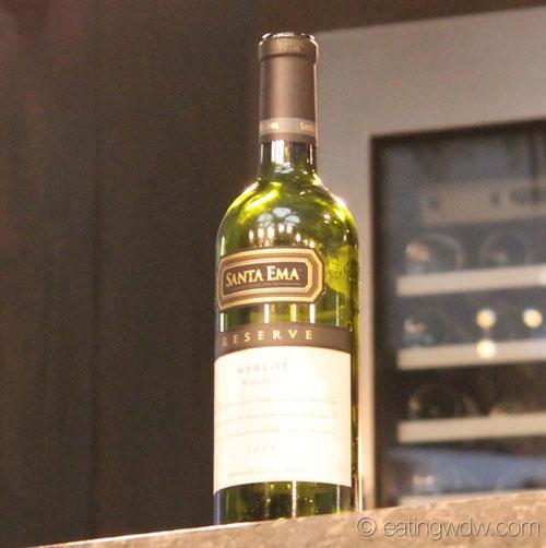2014-food-wine-culinary-demo-andrew-zimmern-santa-ema-reserve-merlot
