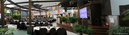 2014-food-wine-culinary-demonstration-seating-robert-irvine