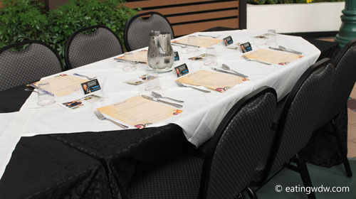 2014-food-wine-culinary-demonstration-table-setting-robert-irvine