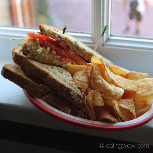 columbia-harbour-house-lighthouse-sandwich-potato-chips