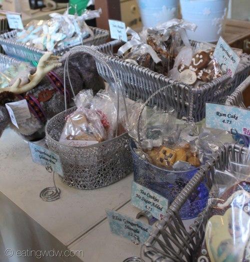2014-contemporary-frozen-gingerbread-ice-castle-snacks-5