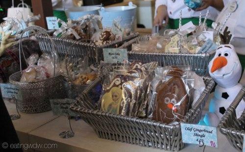 2014-contemporary-frozen-gingerbread-ice-castle-snacks-7