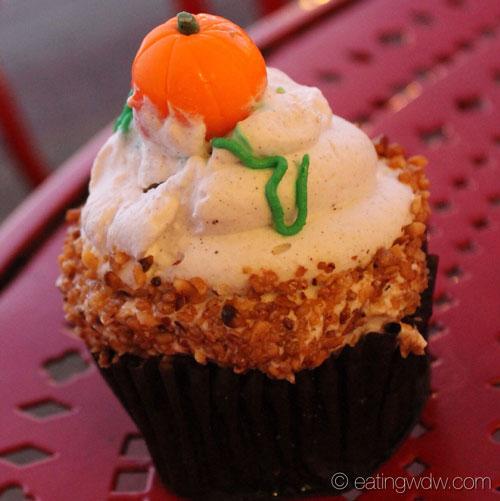 boardwalk-bakery-fall-specialty-cupcake-2