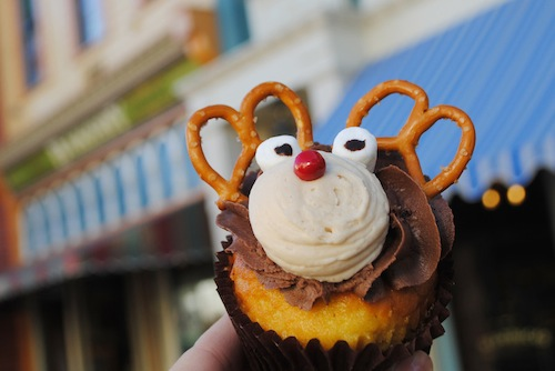 main-street-bakery-reindeer-cupcake