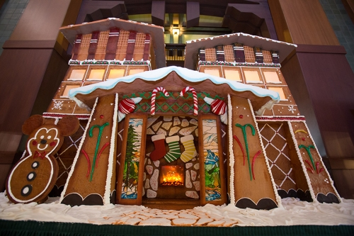 2014-grand-californian-gingerbread-house-2