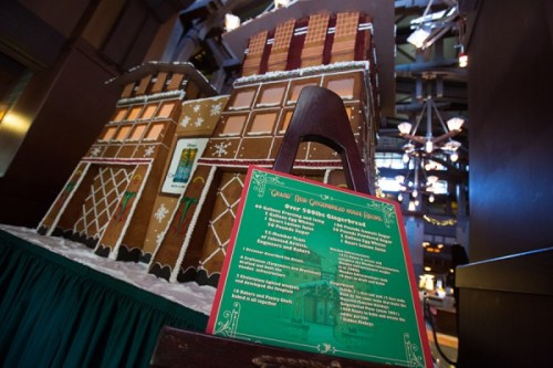 2014-grand-californian-gingerbread-house-4