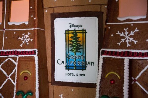2014-grand-californian-gingerbread-house-5