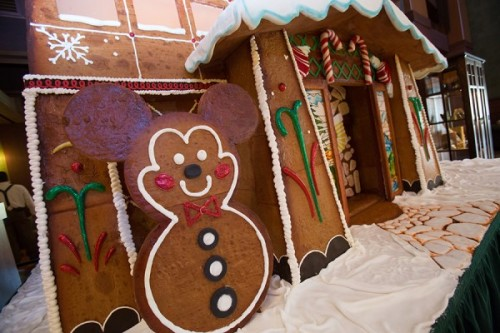 2014-grand-californian-gingerbread-house-6