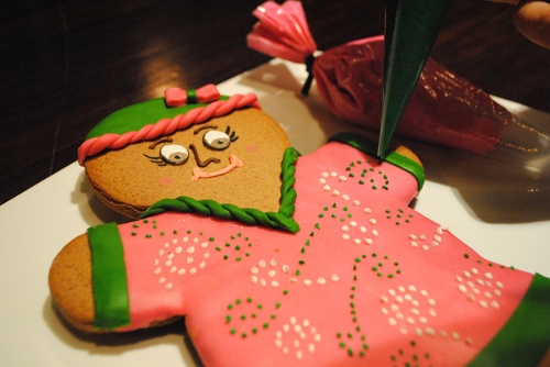 animal-kingdom-lodge-gingerbread-cookie-decorating-2