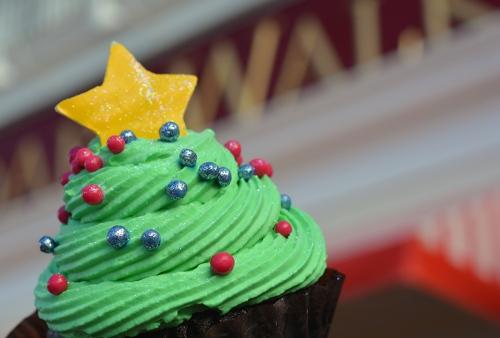 boardwalk-bakery-christmas-tree-cupcake