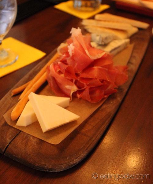 tutto-gusto-wine-cellar-asiago-prosciutto-gorgonzola-cremificato-2