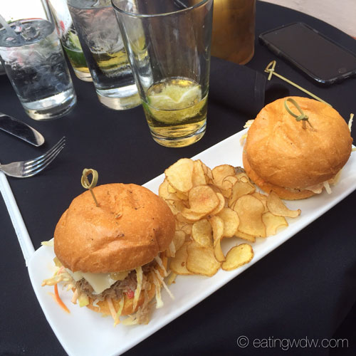 the-hollywood-brown-derby-lounge-derby-sliders