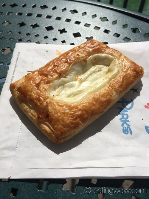 the-trolley-car-cafe-cheese-danish