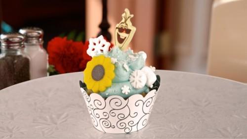 frozen-fever-annas-happy-birthday-cupcake