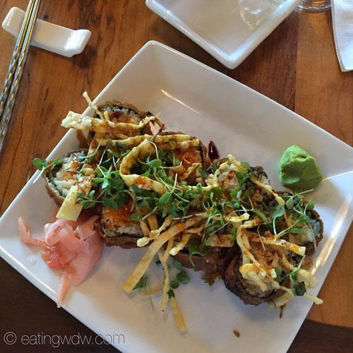 kona-cafe-crab-rangoon-roll